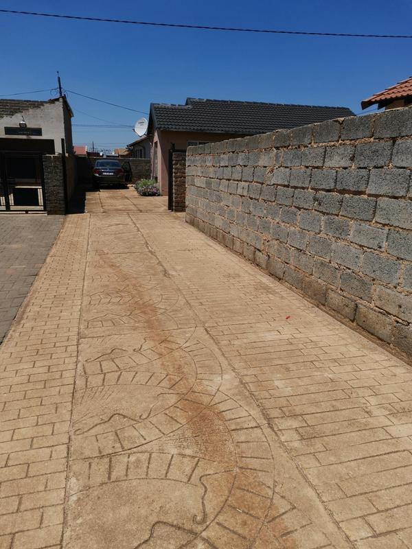 Property For Sale in Clayville Ext 26, Olifantsfontein 4